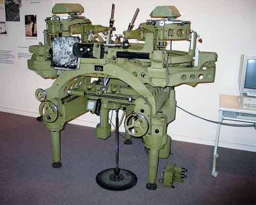 نمونه ای از نسل های اولیه دستگاههای تبدیل فتوگرامتری